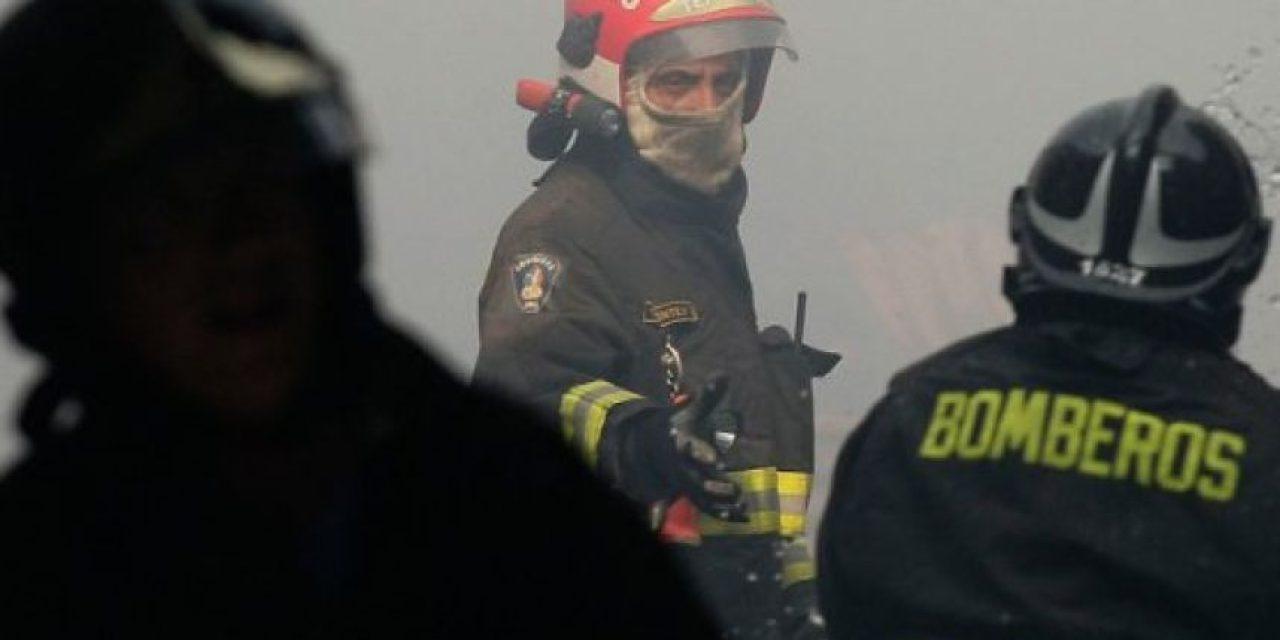 Bomberos combate incendio en ruta 5 y anillo perimetral