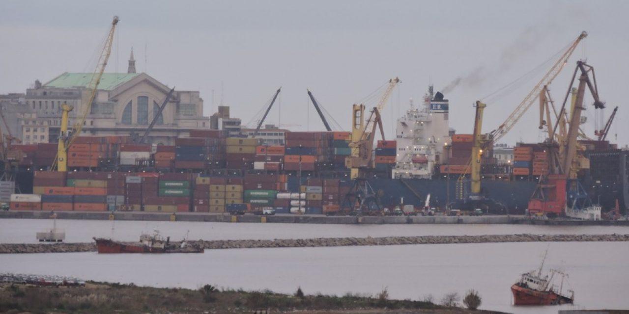Sindicato pesquero denuncia retención de barcos en el puerto