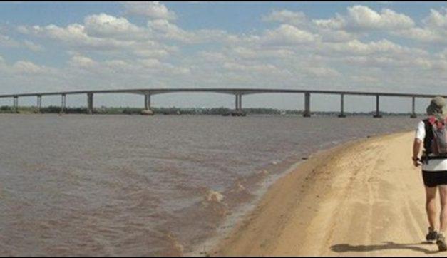 La odisea de cruzar el puente San Martín y la diferencia de precios con Argentina
