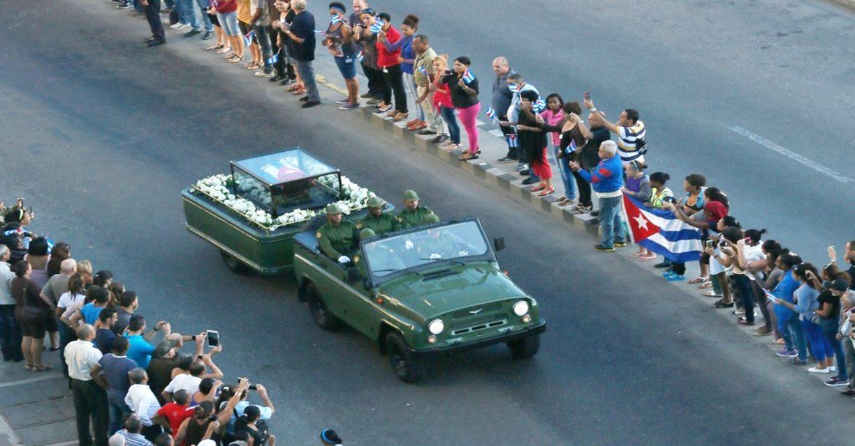 Las  fotos del traslado de las cenizas del dictador Fidel Castro por las calles de Cuba