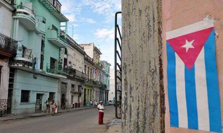 Abrieron la primera fábrica de tabletas y laptops en Cuba