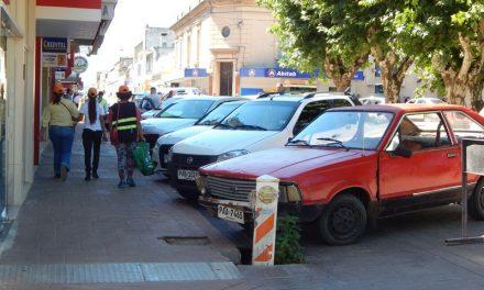 Taxistas de Minas no están de acuerdo con el nuevo estacionamiento