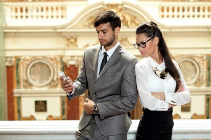 Un estudio asegura que las personas inteligentes son más celosas