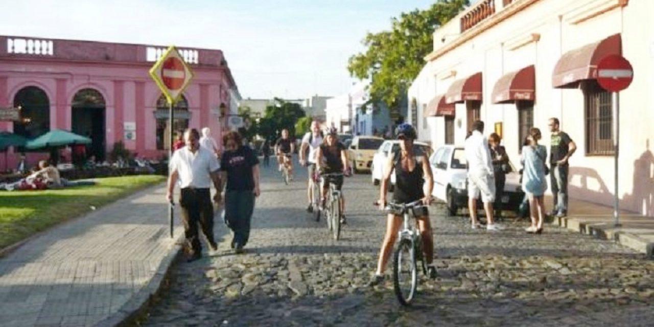 Gobierno, en conjunto con Cámara de Turismo, estudia minimizar efectos de la temporada turística de argentinos