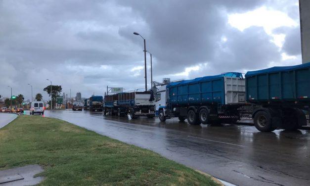 Camioneros retoman su actividad y presentan propuesta al Ministerio de Trabajo
