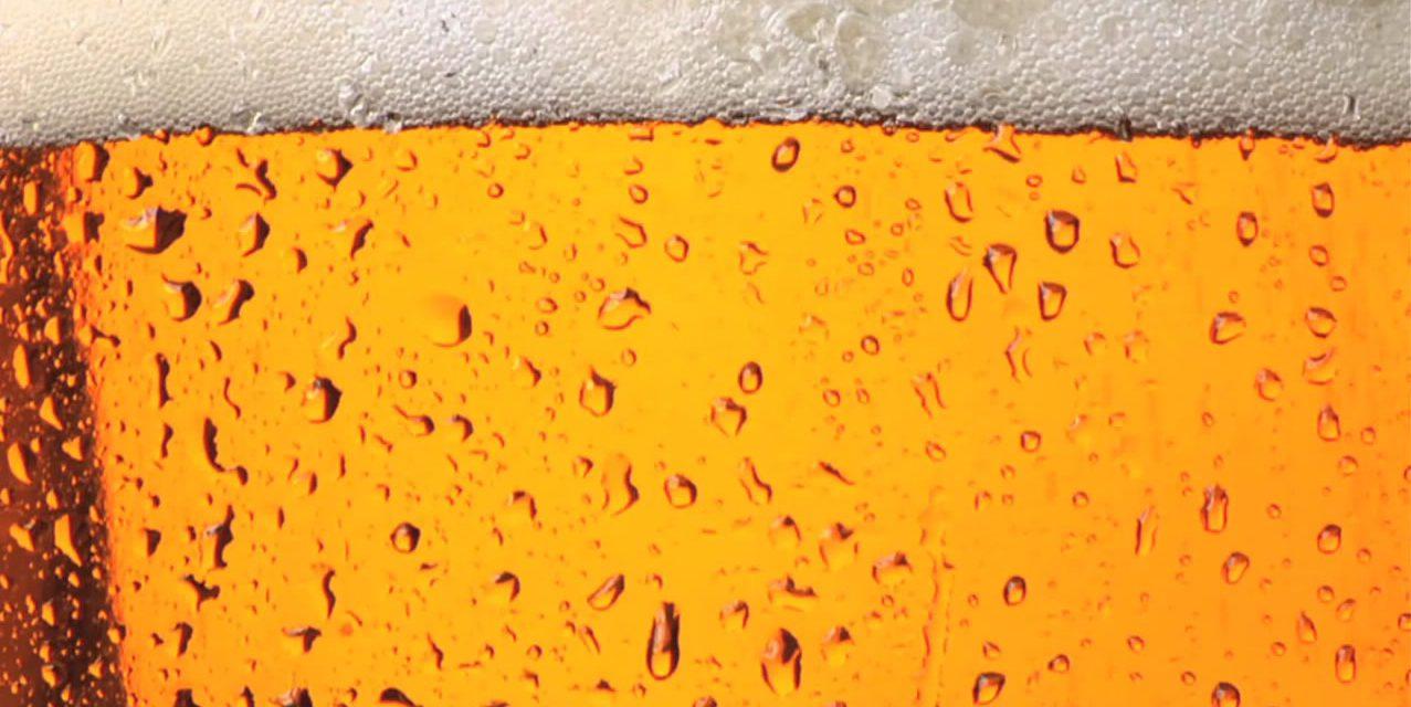 Envases de cerveza deberán aclarar si hay alcohol en sus componentes