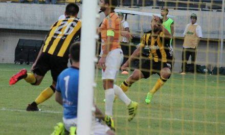 Peñarol aplastó a la IASA y perdió a Novik para el clásico