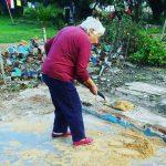 Artigas: Abuela de 86 años que perdió todo cuando se incendió su casa ayuda a reconstruir la vivienda