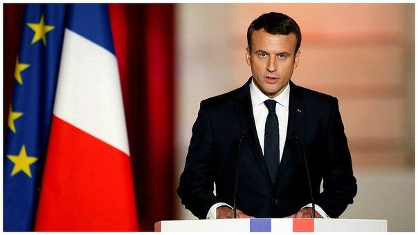 Macron aplazó por 6 meses el aumento de los combustibles