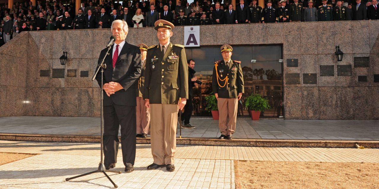 Las irónicas críticas del jefe del Ejército frente al presidente Vázquez