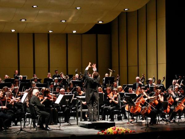 La Filarmónica con Bruno Gelber en el Teatro Solís