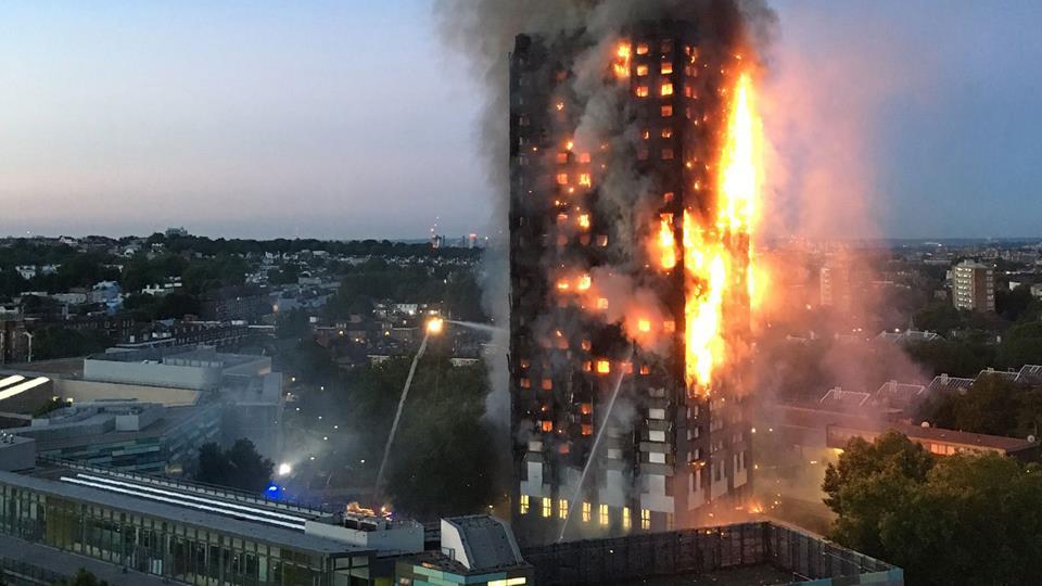 Al menos 6 muertos y 74 heridos en un devastador incendio en una torre residencial de Londres