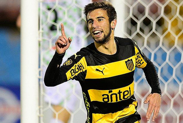 Peñarol venció a El Tanque y lidera su grupo del Intermedio