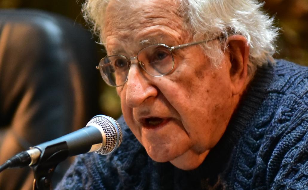 """Chomsky: """" La seguridad de la población es marginal"""""""