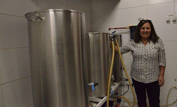 Mary Almirón es la primera mujer en elaborar cerveza artesanal en Uruguay