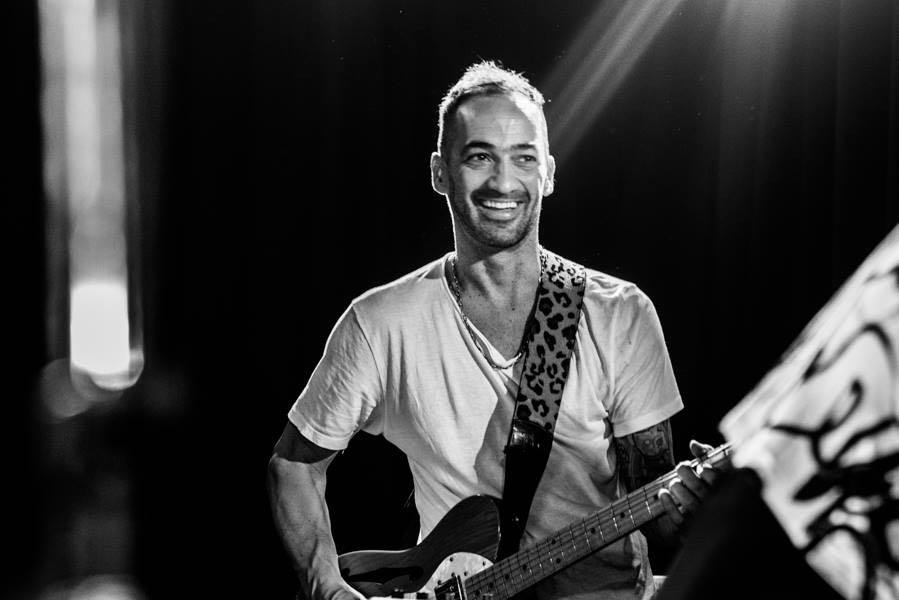 Mariano Otero, cantautor solista y bajista de Fito Páez, se presenta en Uruguay