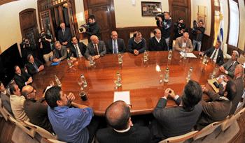 Se firmó acuerdo laboral por UPM con el Gobierno y sindicatos
