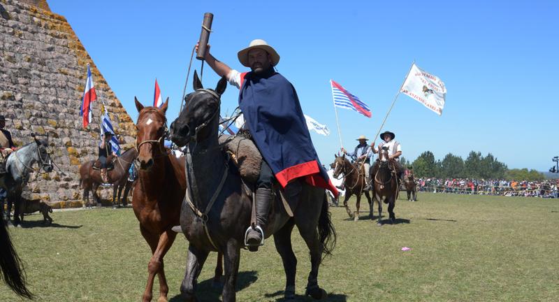 Canelones: comenzó la 2ª Marcha Artiguista rumbo a Paysandú