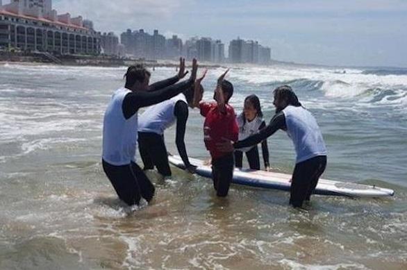 Surf Inclusivo en playa El Emir tendrá más de 60 participantes