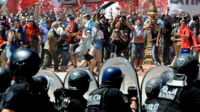 Batalla campal frente al Congreso argentino (#video)
