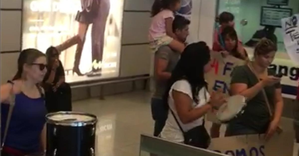 Trabajadores de Latam obstruyen ingreso al aeropuerto