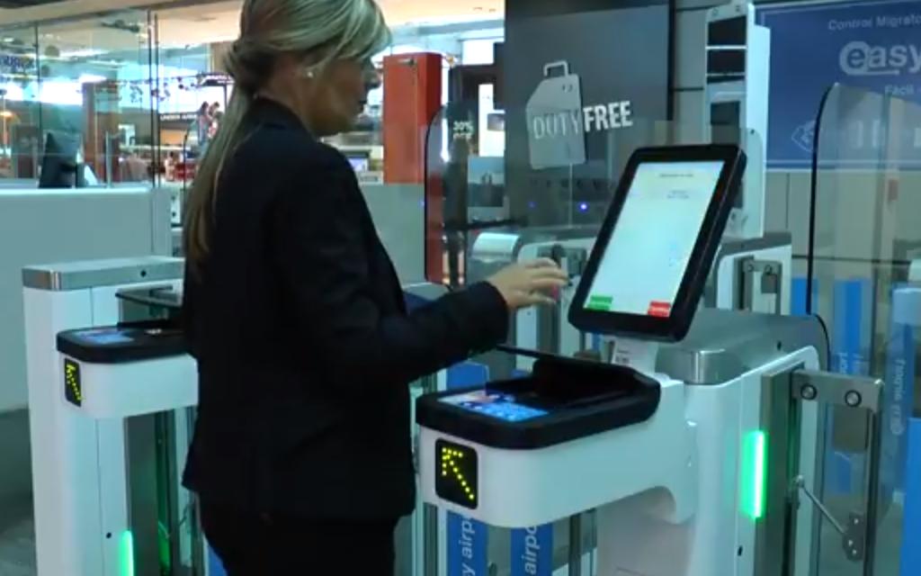 Nuevas pasarelas electrónicas en el Aeropuerto de Carrasco