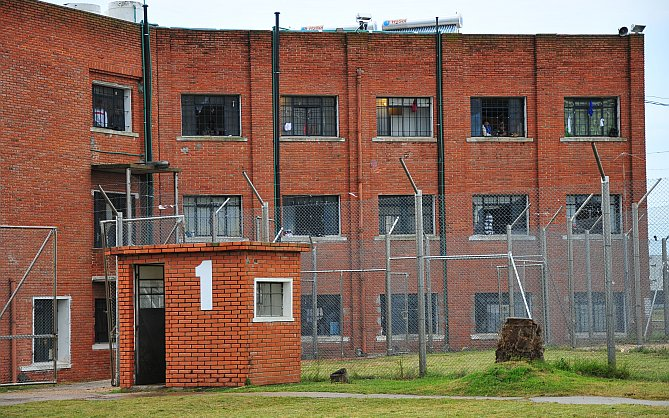 1870 presos serán trasladados a la cárcel de Punta de Rieles