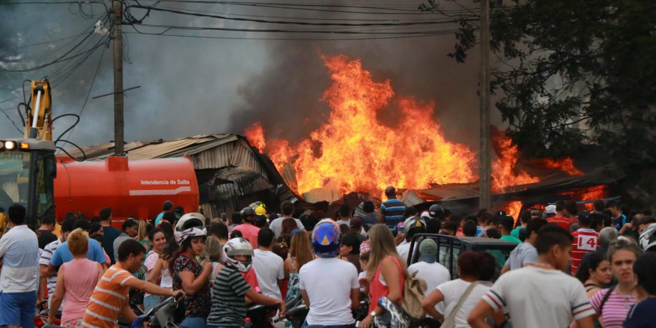 Bagashoping de Salto afectado por fuerte incendio
