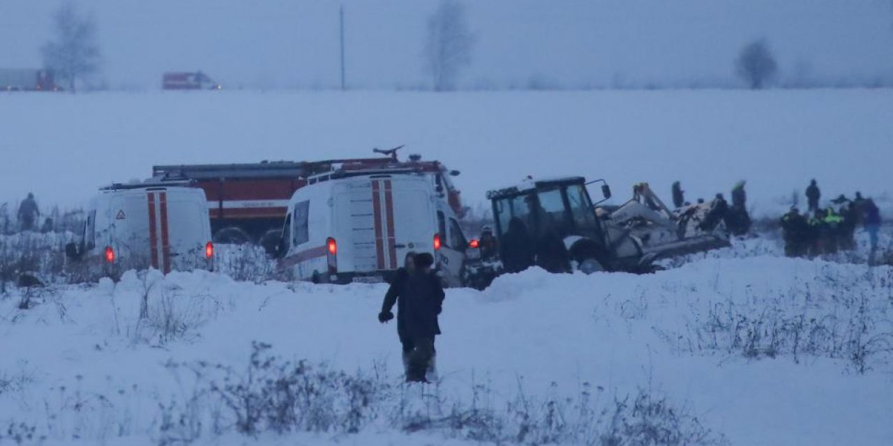 Encuentran caja negra del avión ruso que se estrelló cerca de Moscú y dejó 71 muertos