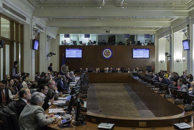 OEA con el voto de Uruguay pide suspender elecciones en Venezuela