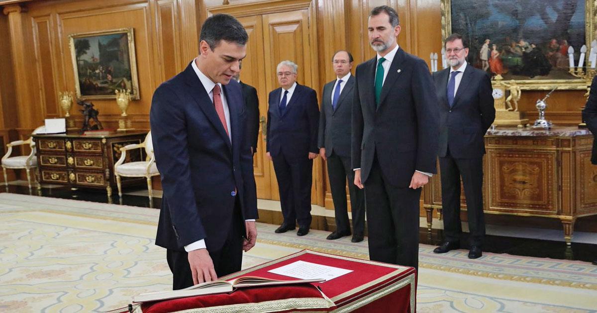 Sin Biblia y sin jurar, Sánchez asume como Presidente