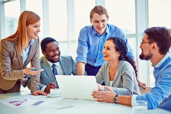 Hombres y mujeres: complemento provechoso en el trabajo