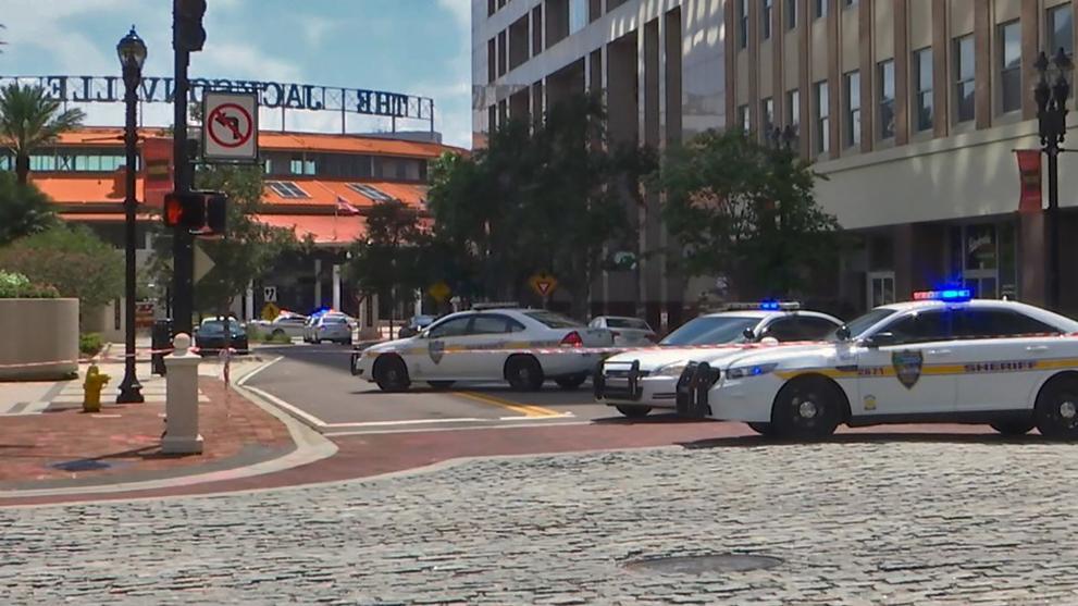 Varias víctimas mortales en tiroteo en un shopping de Florida