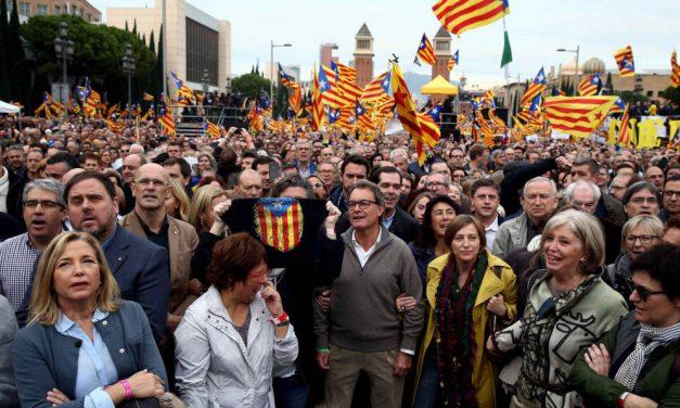Continúan las protestas en Cataluña y planifican nuevas manifestaciones