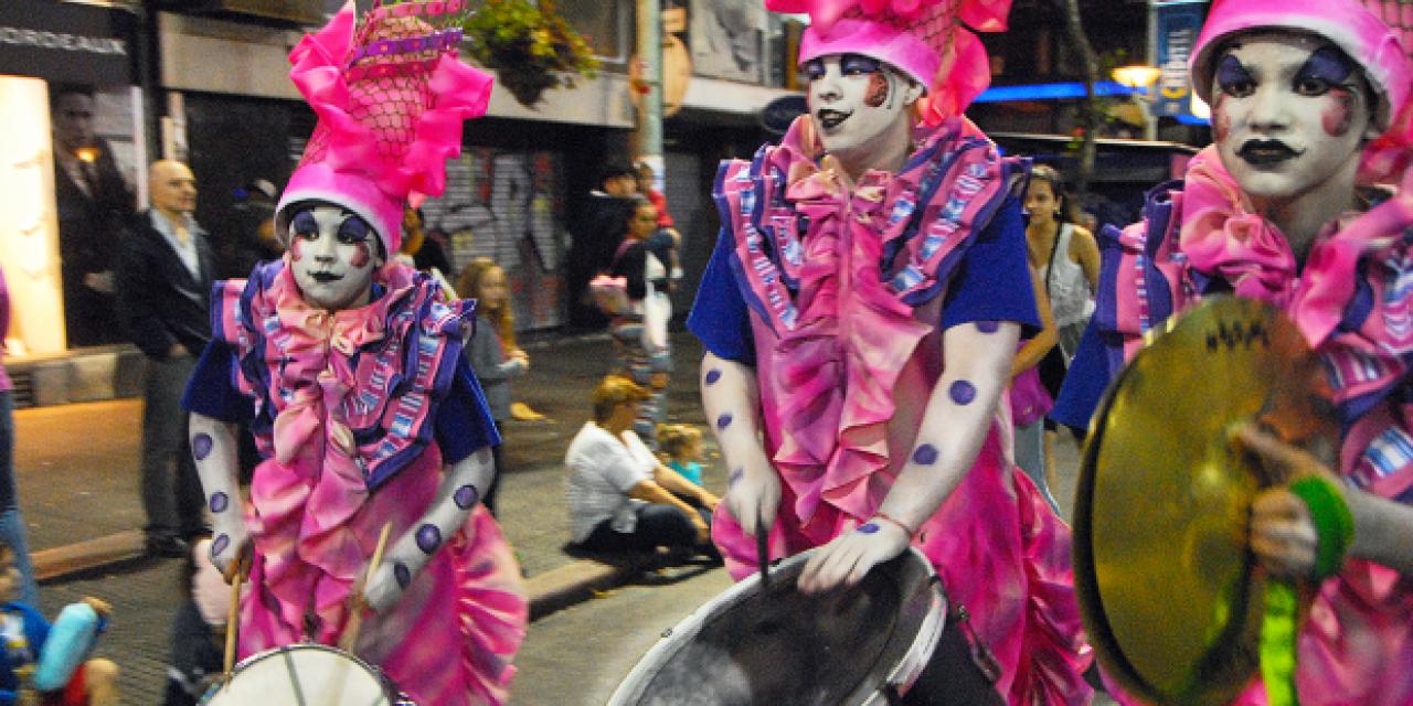 Desfilan las Promesas del Carnaval