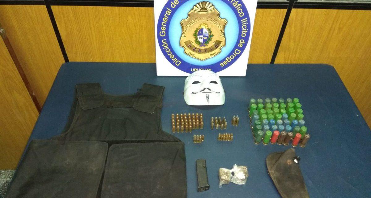 Tras un allanamiento en el Cerro se detuvo una persona y se incautó drogas y armas