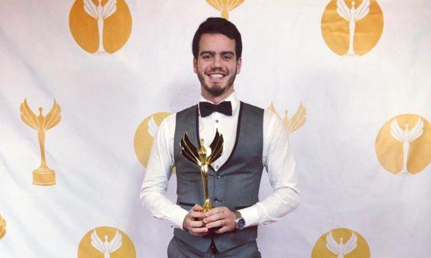 De la OEA a Uruguay: el salteño que ganó la estatuilla dorada de los Premios Victory