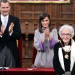 La poeta Ida Vitale recibió el Premio Cervantes en España