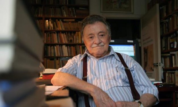 El director del Instituto Cervantes firma en Uruguay un convenio para difundir la obra de Mario Benedetti