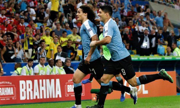 Uruguay le ganó 1 a 0 a Chile y enfrentará a Perú. Escucha el relato del gol