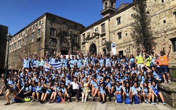 Jóvenes uruguayos que viajaron con el programa Conecta con Galicia en el camino de Santiago