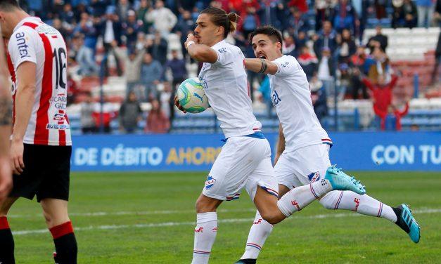 Vecino debutó con gol, pero no alcanzó para superar a los darseneros
