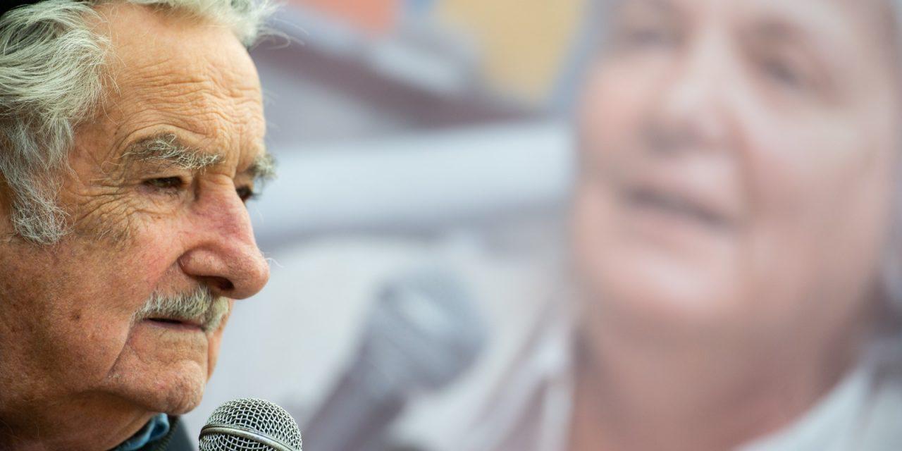 """Para Mujica hay que salir de la """"dicotomía"""" Estado vs privados y aprender de China"""