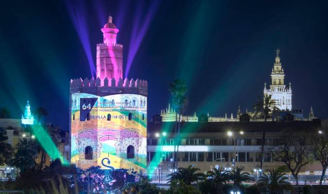 Un mapping en la Torre del Oro homenajea a la primera vuelta al mundo