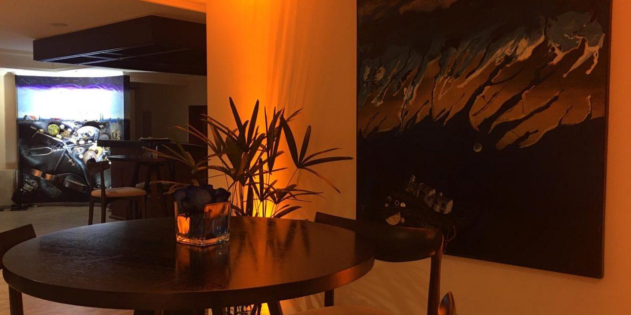 Radisson Montevideo inaugura la Sala Blanes con especial toque artístico de Roberto Cadenas