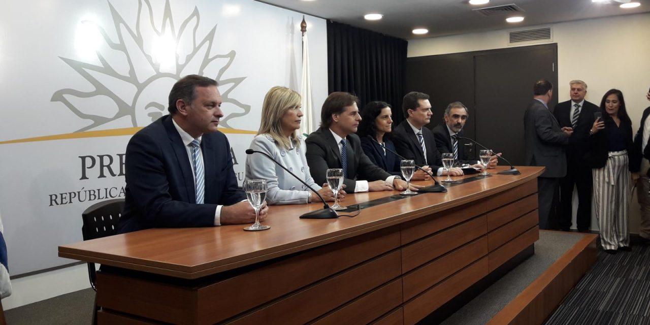 Lacalle, satisfecho con la reunión con Vázquez, anunció a Delgado como Secretario de Presidencia y a Ferres el prosecretario