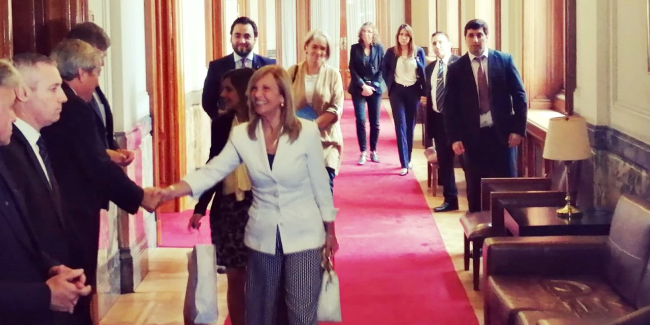 Argimón inicia transición legislativa y anuncia recorte de gastos en el Parlamento