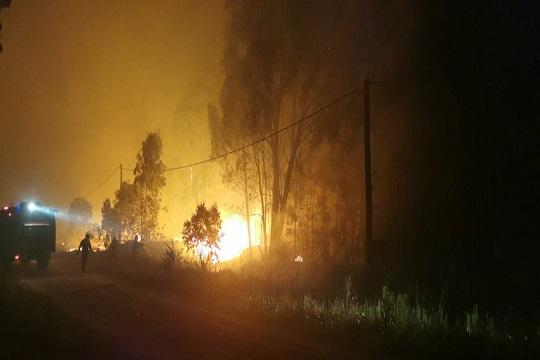 Bomberos continúa trabajando en tareas de control en incendio en la zona de Melilla
