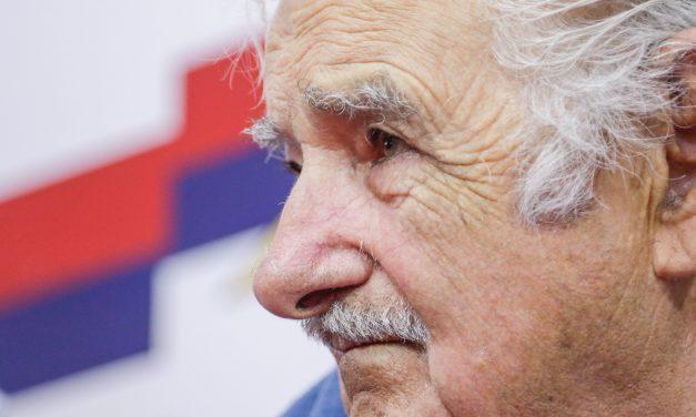 """Mujica: """"Cuando las papas queman salimos a pedirle al FMI y luego recae en los trabajadores"""""""