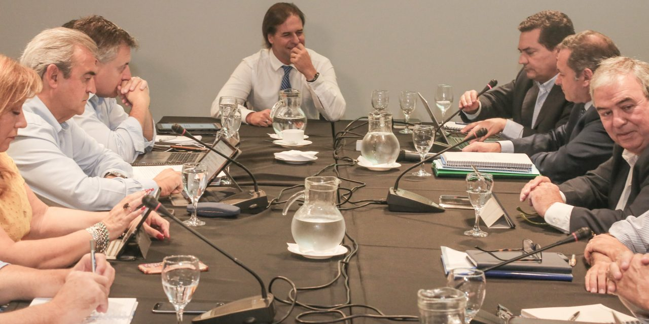 Lacalle Pou y sus ministros analizan el proyecto de ley de urgente consideración